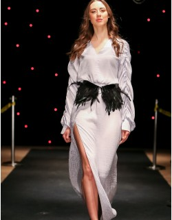 Srebrna suknia maxi